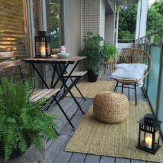 10 Stunning Small Apartment Balcony Ideas - decoratoo Small Balcony Design, Small Balcony Garden, Small Balcony Decor, Terrace Garden, Small Terrace, Small Balconies, Balcony Gardening, Apartment Patio Gardens, Apartment Balcony Decorating
