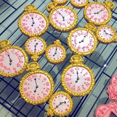 Tick-tock! Tick-tock! I'm late, I'm late, for a very important date, no time to say hello good bye, I'm late I'm late I'm late!!! Know that song? #pocketwatch #customcookies #decoratedcookies #shortbread #cookievonster #vancouvercookies #aliceinwonderlandparty