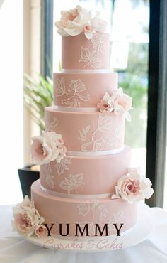 pink gorgeousness from Yummy Cakes and Cupcakes