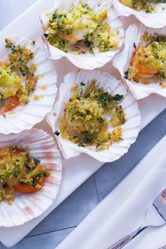 Scallops au gratin- Capesante gratinate Refined and elegant. Here& how to make a great impression with … - Antipasto, Fish Recipes Dairy Free, Food Network Recipes, Cooking Recipes, Dinner Party Menu, Shellfish Recipes, Happy Foods, Fish And Seafood, Weeknight Meals