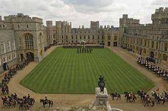 O Castelo de Windsor é o mais antigo castelo europeu habitado até hoje. Com cerca de 900 anos, o castelo de Windsor ainda é ocupado pela Rainha Elizabeth II
