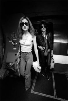 Bebe Buell and Joe Perry of Aerosmith getting off an aircraft in Pontiac Michigan, Bebe Buell, I Go Crazy, Joe Perry, Goldie Hawn, Piece Of Music, Playboy Playmates, Dangerous Woman, Wife And Girlfriend, Almost Famous