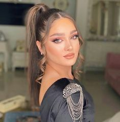 Girls Fashion Clothes, Girl Fashion, Fashion Outfits, Casual Hairstyles, Down Hairstyles, Hair Down Styles, Cute Couple Selfies, Hair Upstyles, Beauty Makeup Photography