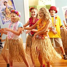 Borrow the laid-back, fun-loving attitude of Hawaii for this fun birthday party theme. With ideas for party foods, party games, and even party favors, this birthday party is just waiting for your birthday boy or girl to enjoy. Aloha Party, Hawaiian Party Games, Luau Party Games, Hawaiian Birthday, Luau Birthday, 11th Birthday, Party Favors, Moana Birthday, Birthday Games For Kids