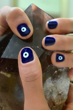 Ward off Evil Eye - Nails! It is believed that the evil eye or protective eye deflects the negative energy that is being directed towards a person onto itself, thus dispersing the negative energy. Cute Nails, Pretty Nails, Hair And Nails, My Nails, Evil Eye Nails, Evil Eye Ring, Essie, Nail Polish, Manicure Y Pedicure