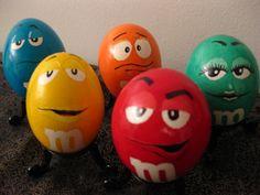 M eggs cascarones decorados Funny Easter Eggs, Funny Eggs, Easter Egg Dye, Easter Egg Crafts, Coloring Easter Eggs, Easter Party, Easter Decor, Festa Hot Wheels, Easter Egg Designs