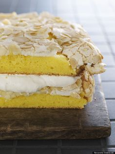 //\\\\ This is the world's best cake (according to Norway) Cake for friends #cake #dessert