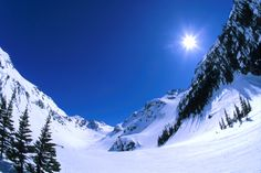 I really want to spend some time in Vancouver and the surrounding areas; this image from Whistler Blackcomb, with the sunny, cloudless blue sky and white slopes, is one of the many that make me want to go there.
