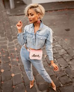 Denim & Jeans Outfit Trends for Women in Spring 2019 - Soflyme Fashion Over, Curvy Fashion, Look Fashion, Cheap Fashion, Edgy Style, Mode Style, Trendy Outfits, Fashion Outfits, Womens Fashion