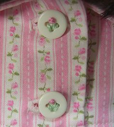 sewing on buttons tutorial. OMG I love this. So going to use this for the little baby girl layette I'm making. Whoohoo!!!
