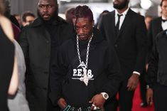 Lil Uzi Vert Had A $350,000 Chain Custom-Made For The Grammys The piece was reportedly hand-delivered to Uzi 3 hours before the event.https://www.hotnewhiphop.com/lil-uzi-vert-had-a-s350-000-chain-custom-made-for... http://drwong.live/article/lil-uzi-vert-had-a-s350-000-chain-custom-made-for-the-grammys-news-43309-html/