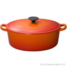 サイズの長い食材を調理するのにも便利な楕円形の両手鍋です。 [¥27,000]
