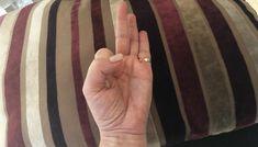 Tartsd a kezed ebben a pózban, csodálatos dolog következik majd - Blikk Rúzs Hands