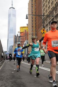 Check out Emily Landa Levin rocking her Lady Liberty outfit at the NYC Half Marathon!