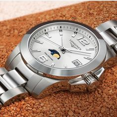 The Moonphase is the perfect watch for those who love sports but will not compromise in elegance. Timing Is Everything, Moon Phases, Omega Watch, Bracelet Watch, Watches, Elegant, Lady, Bracelets, Accessories