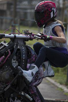 Feeling great riding in my fresh new @IconMotosports #Overlord boots! #rideamongus #rideicon #IWantIcon #iconmotosports #ewastunts #femalestuntrider #wheelies #stuntgirl