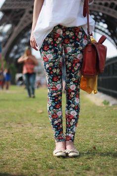 Legging floral combinada com tons neutros e lisos - Look by @Erika Silva Orna