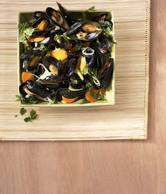 Thai-Muscheltopf Tortellini, Mussels, Butcher Block Cutting Board, Seafood, Vegetables, Kitchen, Squares, Thai Recipes, Chef Recipes
