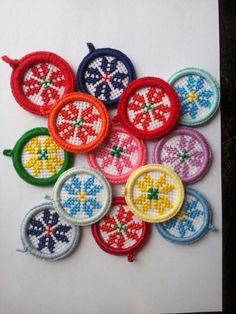 Martisoare -pandant cusute artizanat Folk Embroidery, Hand Embroidery Stitches, Embroidery Designs, Mini Cross Stitch, Cross Stitch Rose, Cross Stitch Designs, Cross Stitch Patterns, International Craft, Alphabet Letters Design