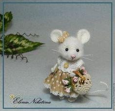 Игрушки животные, ручной работы. Ярмарка Мастеров - ручная работа. Купить Мышка с сумочкой. Handmade. Мышь, игрушка мышка, бусины