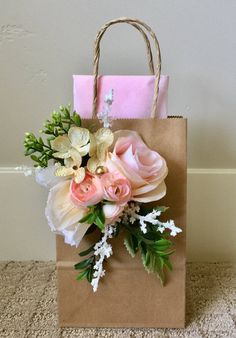 6 Piece Garden party Pale Pinks Gift Bags tea pary Best Picture For gifts for guys For Your Taste Yo Garden Bridal Showers, Chic Bridal Showers, Bridal Shower Gifts, Creative Gift Wrapping, Creative Gifts, Bridal Gift Wrapping Ideas, Baby Gift Wrapping, Creative Ideas, Unique Gifts
