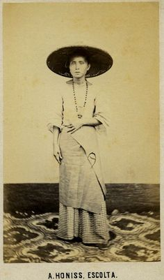 Old Clothes, Clothes For Women, Philippines People, Couture Beading, Filipiniana, Fashion History, Women's Fashion, India, Historical Pictures