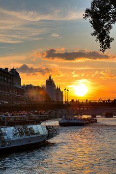 sunset in Paris - love the bateaux mouches