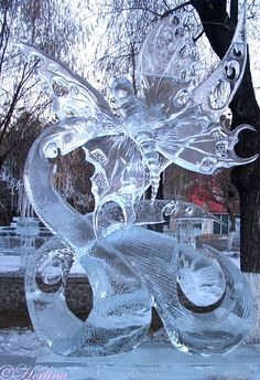 World's Most Amazing Things: Amazing Ice Sculptures Art : Amazing Beautiful and Unique Snow Sculptures around the world
