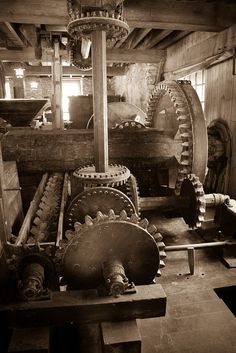 The movement and rotation of one gear is simple and true, but the movement of several gears is unison at it's magnificent height. Techno, Woodworking Plans, Woodworking Projects, Old Grist Mill, Medieval, Wooden Gears, Old Windmills, Water Powers, Water Mill