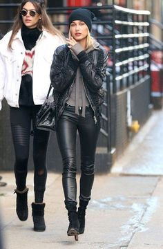 The Best Trends to Wear in January, According to Celebrities hailey-baldwin-winter-outfit Model Street Style, Stylish Street Style, Cool Street Fashion, Street Style Looks, Street Chic, Look Fashion, Fashion Outfits, Fall Fashion, European Street Style