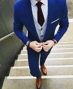 Dapper outfit Tag a friend who would love this outfit @alexandercaineuk __________________________________ . . . Photo @gentlemenslounge #dressy#mensweardaily#confidence#pocketsquare#fashionformen#monkstraps#suitup#londonfashion#highclassfashions#italianstyle#highfashion#ootdmen#luxuryfashion#dapperfam#realmen#bespoke#fashionstatement#dresswell#mensfashionblog#menstyleguide#gq#gqstyle#malefashion#mnswr#gentlemen#alexandercainheuk#rayyounis#italiandesign