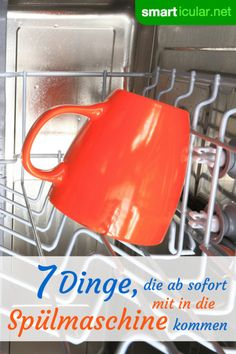 7 Dinge, die man einfach in der Spülmaschine reinigen kann Your dishwasher can do more than just wash dishes: These 7 unusual things can also be cleaned, prepared or canned in the dishwasher! Deep Cleaning Tips, Cleaning Hacks, Cleaning Wipes, Crafts For Teens To Make, Diy And Crafts, Easy Crafts, Clean Dishwasher, Clean Freak, Toilet Cleaning