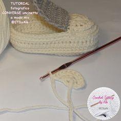 Scarpine tipo CONVERSE uncinetto per neonati Crochet Converse, Crochet Baby Shoes, Baby Shoes Pattern, Shoe Pattern, Baby Boy Shoes, Baby Booties, Knitted Hats, Crochet Hats, Knitting