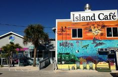 Matlacha Fl Restaurants - Go to Island Cafe on the Bay for delicious food and waterfront dining!
