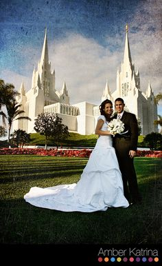 girls in front of LDS temple | San Diego LDS Temple Wedding Photography Mormon Picture  #LDStemples #MormonTemples