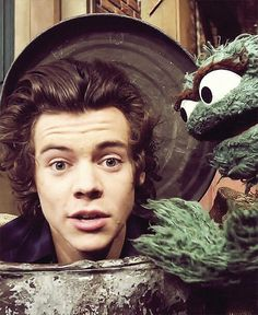Know Why Former One Direction Member Harry Styles Goes For Hair Cut! Harry Styles Mode, Harry Edward Styles, Oscar The Grouch, British Boys, I Love One Direction, 1d And 5sos, Memes, Boy Bands, My Idol