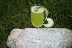 Tout Cru Dans Le Bec: Citronnade menthe concombre Juice Smoothie, Smoothies, Going Vegan, Glass Of Milk, Coconut, Drinks, Cocktails, Fruit, Food