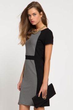 Smart casual giyimin vazgeçilmezlerinden trend elbise.