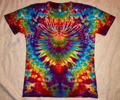 Your place to buy and sell all things handmade Tie Dye Folding Techniques, Tie Dye Tutorial, Ty Dye, Diy Tie Dye Shirts, Tie Dye Crafts, Spiral Tie Dye, How To Tie Dye, Tie Dye Patterns, Textiles