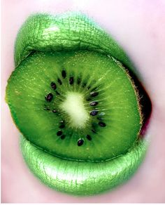 Green   Grün   Verde   Grøn   Groen   緑   Emerald   Colour   Texture   Style   Form   Pattern   kiwi and green lips
