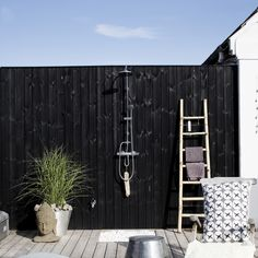 Terrasse inspiration - 20 skønne eksempler her Outdoor Gym, Outdoor Retreat, Outdoor Spaces, Outdoor Living, Outdoor Decor, Outdoor Showers, Hippie House, Garden Shower, Cottage In The Woods