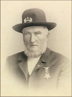 You might have a photo of an ancestor who served during the American Civil War taken years after they served in the Wouldn't it be great to locate a Genealogy Sites, Family Genealogy, History Magazine, Hat Day, Civil War Photos, Military Veterans, American Civil War, Captain American, American History