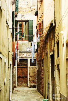 Narrow street, Venice