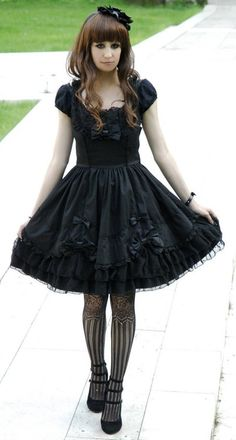 Simple and sweet Gothic lolita