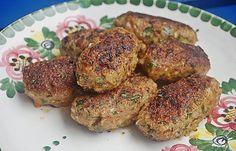 Türkische Hackröllchen mit Gurkenjoghurt und Salat (Rezept mit Bild)   Chefkoch.de