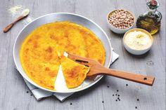 La farinata di ceci è uno street food tipico della città di Genova: una squisita torta salata bassa e dorata a base di farina ceci!