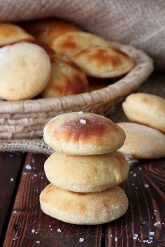 ну очень вкусные картофельные фокаччине по рецепту Юли Giulia c http://www.carina-forum.com рецепт мной изменён 300 г муки 150 мл тёплого молока 50 г сливочного масла 12.5 г свежих…