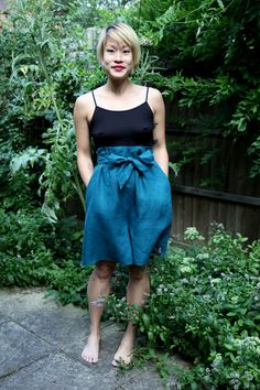 free tutorial, linen culottes (shorts), might be good alt to skirts sans hose for next summer. 1.5 yds IL019 (can also just shorten wide leg trousers pattern?)