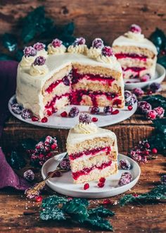 This Cranberry Cake is made of fluffy Vegan Vanilla Cake layers, homemade Cranberry Compote and creamy Frosting. The perfect Christmas Cake or any occasion! Vegan Vanilla Cake, Vegan Lemon Cake, Vegan Cake, Köstliche Desserts, Delicious Desserts, Dessert Recipes, Yummy Food, Cheesecake Recipes, Cranberry Cake