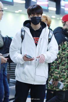 Maknae Of Bts, Jungkook Oppa, Nike Jacket, Rain Jacket, Airport Style, Airport Fashion, Busan, Korean Singer, Windbreaker